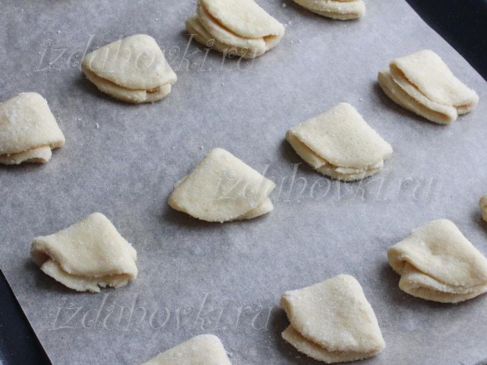 творожные треугольники с сахаром и медом рецепт с фото