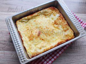 Готовый пирог с сыром из слоеного теста
