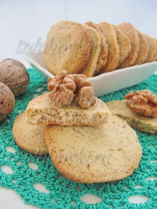 Песочное печенье с грецкими орехами