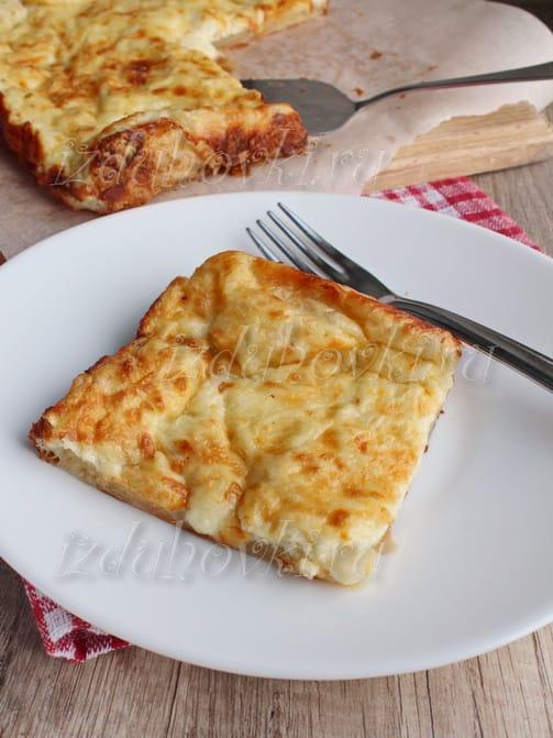 Пирог с сыром из слоеного дрожжевого теста