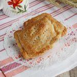 Пирожки с капустой из слоеного теста в