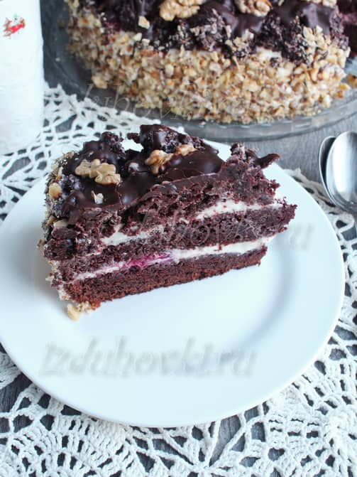 Шоколадный торт с вишней и маскарпоне