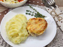 Свинина по-французски в духовке с помидорами