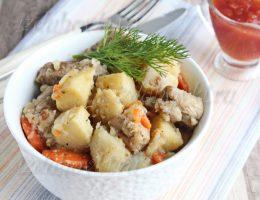 Жаркое со свининой и картошкой в духовке